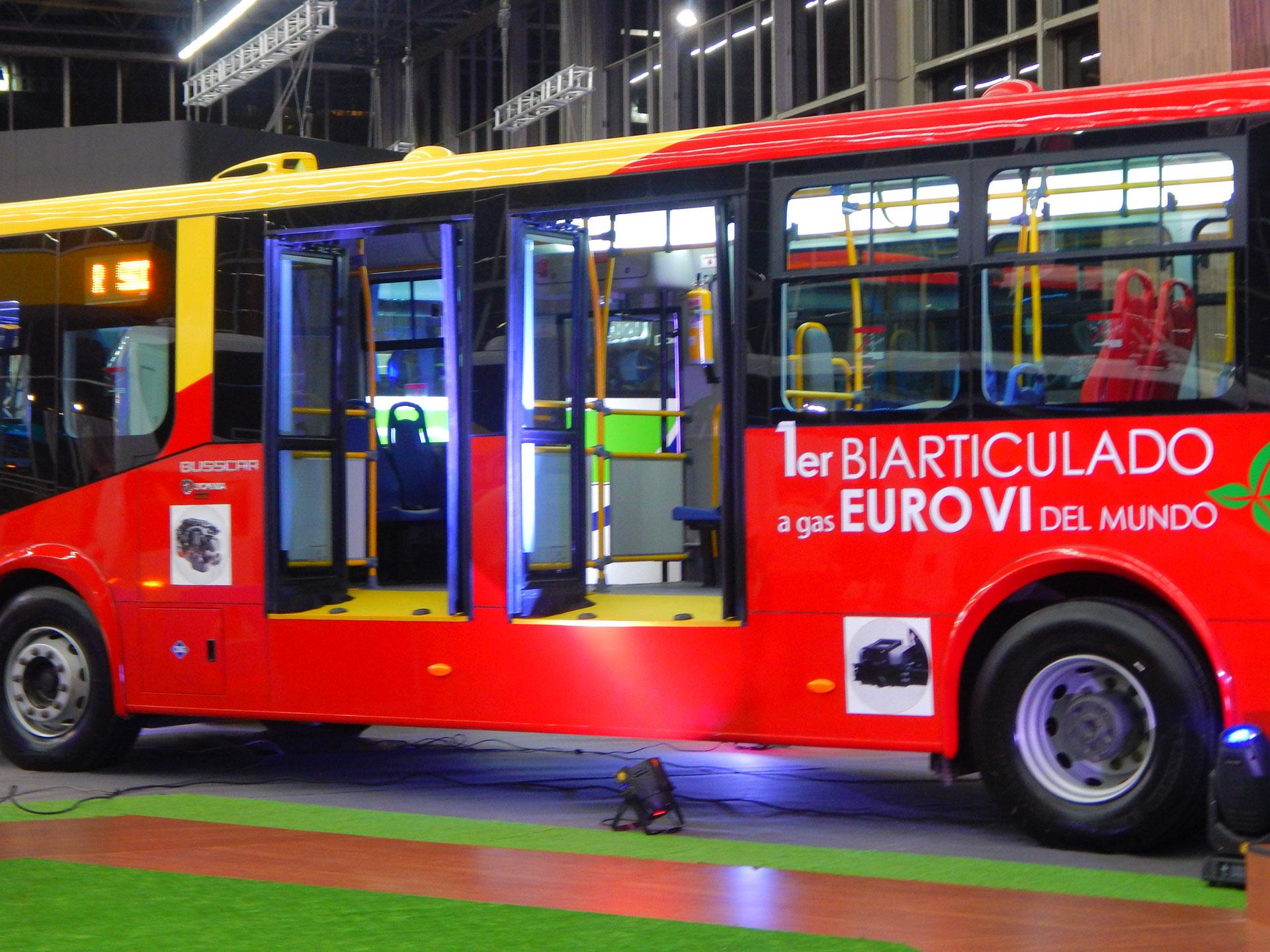 Alcalde Peñalosa promete vehículos con energías limpias en troncal de transmilenio por la septima.
