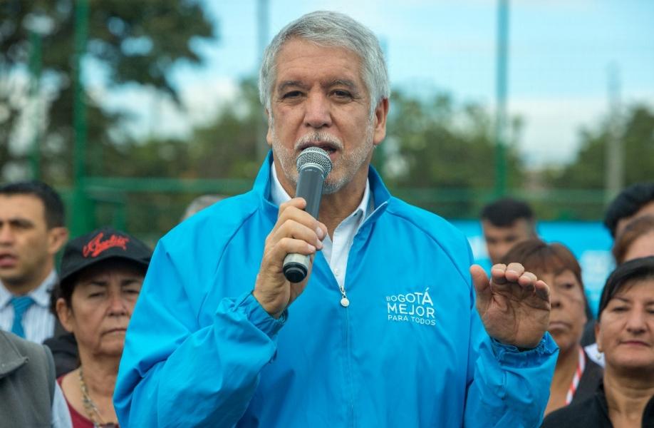 Peñalosa anuncia recortes en seguridad para resucitar el SITP