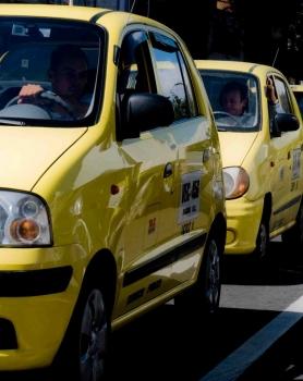 Taxistas logran que les amplíen plazos para instalar tabletas
